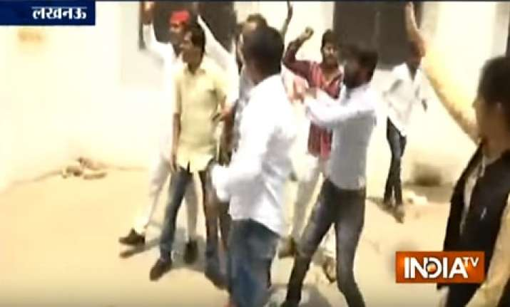 Protesters hurled tomatoes, eggs at UP Minister's residence