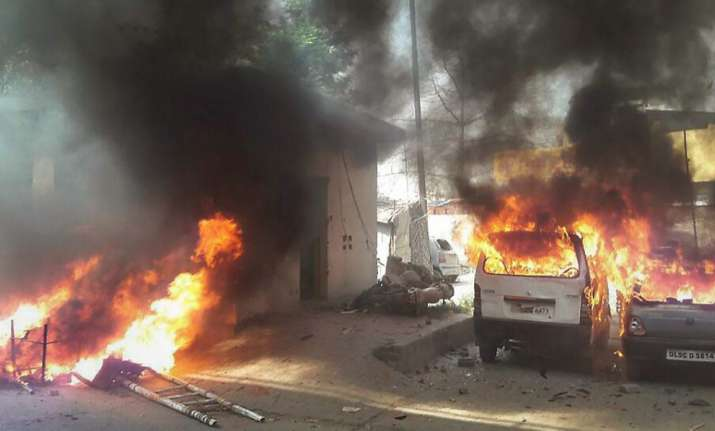 Meerut: Vehicles set on fire by a group of protesters
