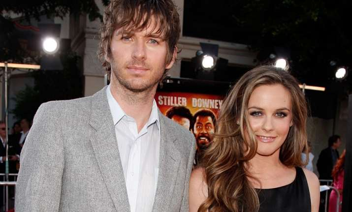 Alicia Silverstone files for divorce from husband