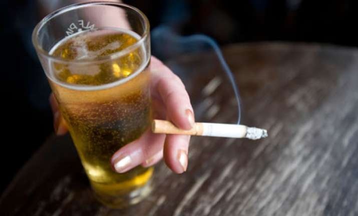 Smoking and drinking increase risk of irregular heart rate,