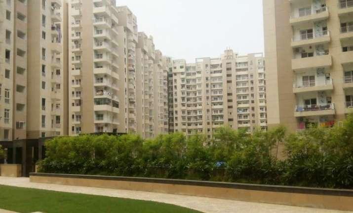 Noida: Close call for girl as concrete chunk falls off