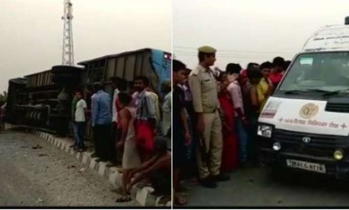 Bus accident in Mainpuri