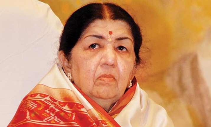 Mumbai: Legendary singer Lata Mangeshkar misses meeting