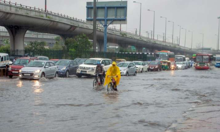 Noida: Vehicles ply at waterlogged Greater Noida Expressway