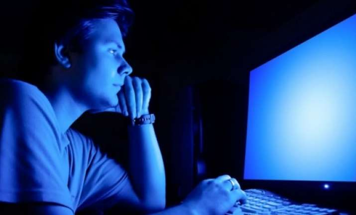 Blue light from phones, laptops accelerates blindness,