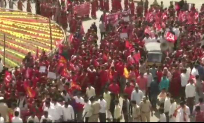 Bharat Bandh LIVE updates: Trade union strike throws life