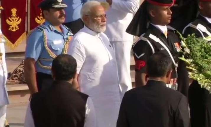 Prime Minister Narendra Modi pays tribute at the National