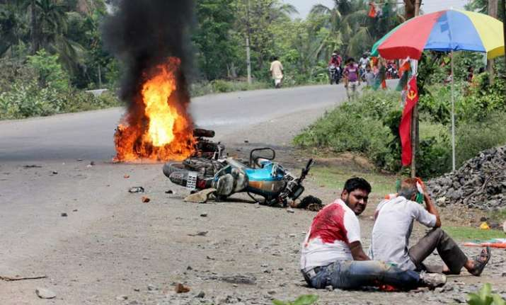 1 killed, BJP candidate heckled as violence mars Bengal