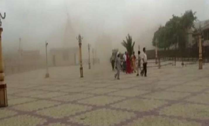 Dust storm at Somnath temple before the cyclone was expected