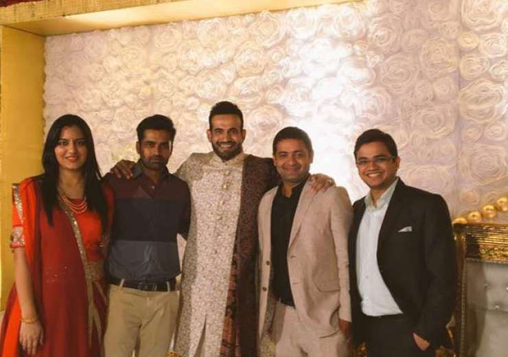 Irfan Pathan with Piyush Chawla and other friends. - India Tv
