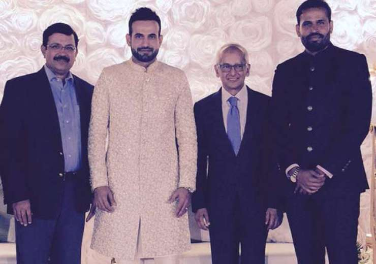 Irfan Pathan posing with guests. - India Tv