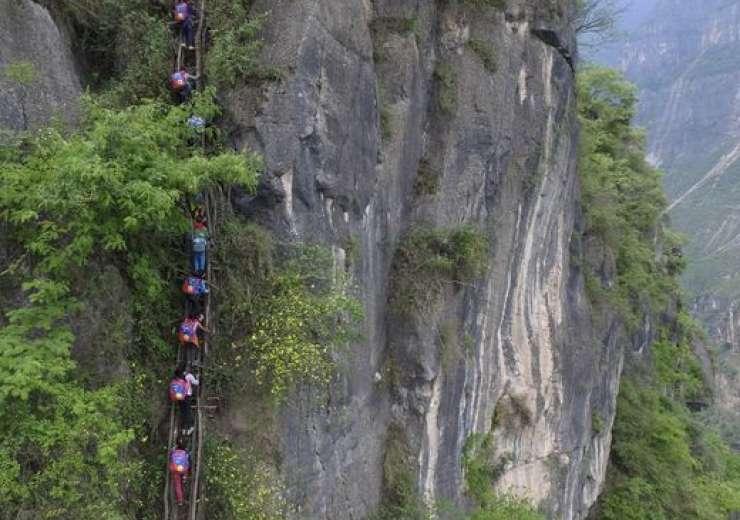 The trek takes 90 minutes. - India Tv