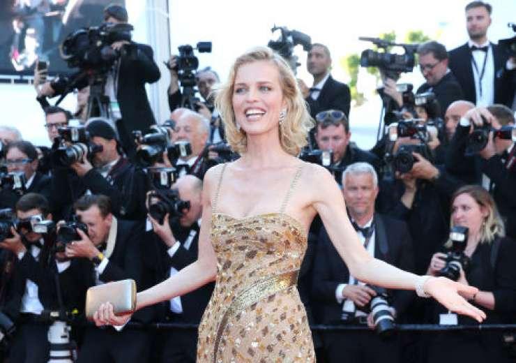 Czech model and actress Eva Herzigova rocked the golden gown. - India Tv