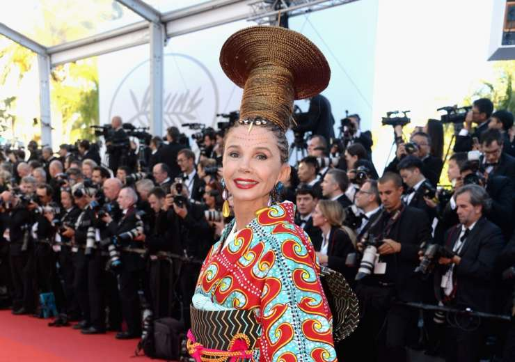 Spanish actress Victoria Abril's tribal inspired look was a total nay. - India Tv