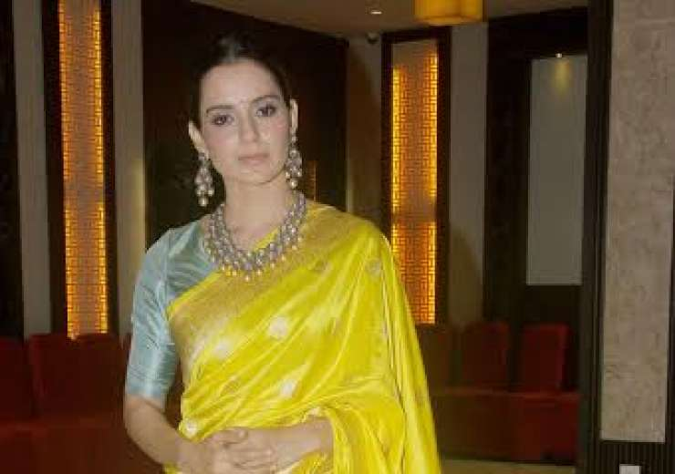 Earlier, she was seen wearing a beautiful yellow saree that looked just perfect. - India Tv