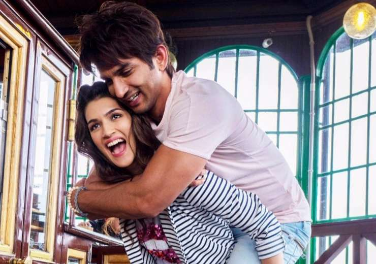 This picture of Kriti carrying Sushant on her back is simply cute - India Tv