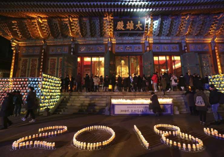 Buddhists light candles during New Year celebrations at Jogyesa Buddhist temple in Seoul - India Tv