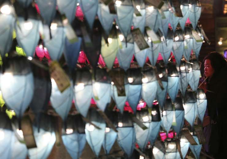A woman prays in front of lanterns to celebrate the New Year at Jogyesa Buddhist temple in Seoul - India Tv