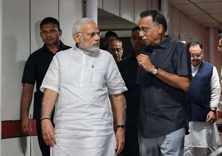 Prime Minister Narendra Modi talks to Ranjan Bhattacharya, the foster son-in-law of former prime minister Atal Bihari Vajpayee during his visit to AIIMS - India Tv