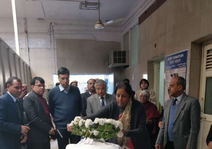 Nirmala Sitaraman visits AIIMS after George Fernandes' demise - India Tv