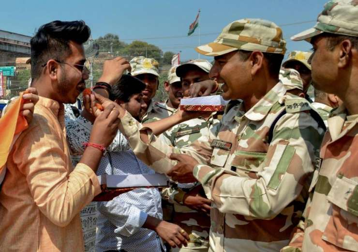 People offer sweets to the jawans of paramilitary forces as they celebrate the IAF's strike on JeM c - India Tv
