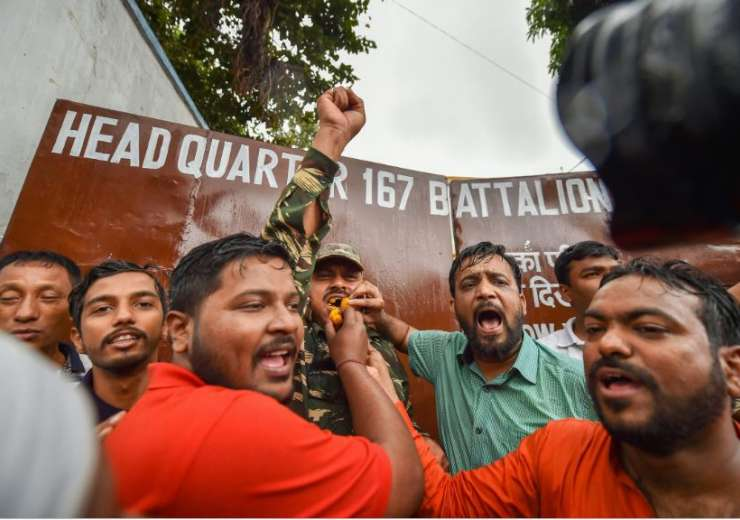 People chant slogans and offer 'laddu' to a CRPF jawan as they celebrate India's major preemptive st - India Tv