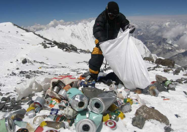 Garbage on the Himalayas. - India Tv