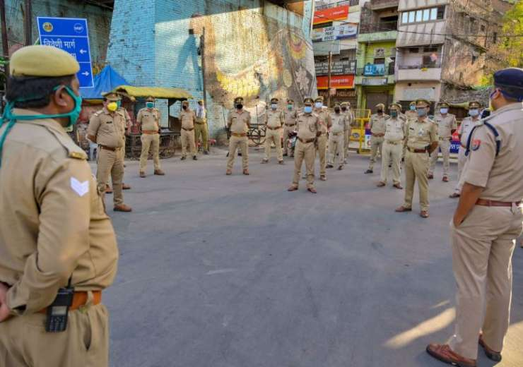 Police personnel practice social distancing as an officer briefs them during ongoing COVID-19 lockdo - India Tv