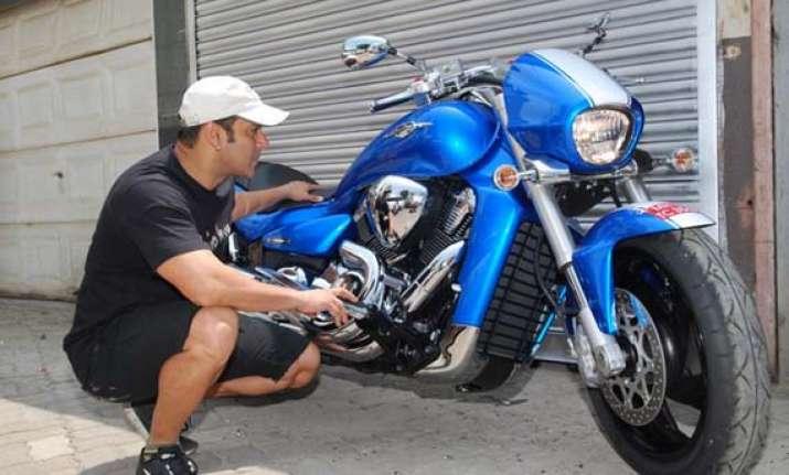 a peek into salman khan s latest bike suzuki intruder