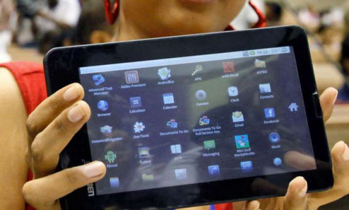 aakash tablet finds its way into pilot projects for us