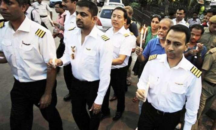 agitating air india pilots seeks pm sonia s intervention
