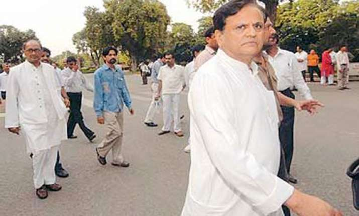 ahmed patel asks pm to lift ban on cotton export