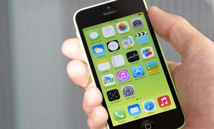 apple launches cheaper 8gb iphone 5c