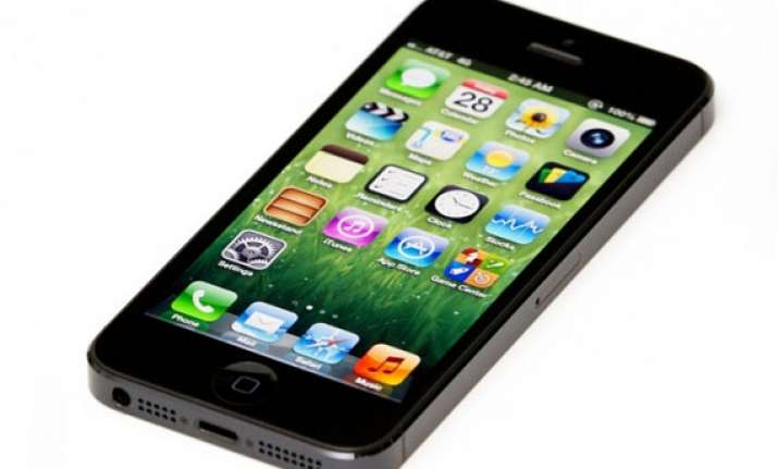 apple offering free battery replacement for select iphone 5