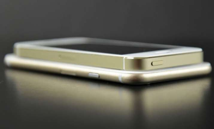 apple s iphone 6 to launch on september 25 larger 5.5 model