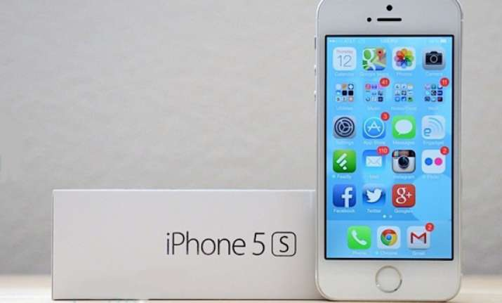 apple s iphone 5s and 5c to be available in india from nov 1