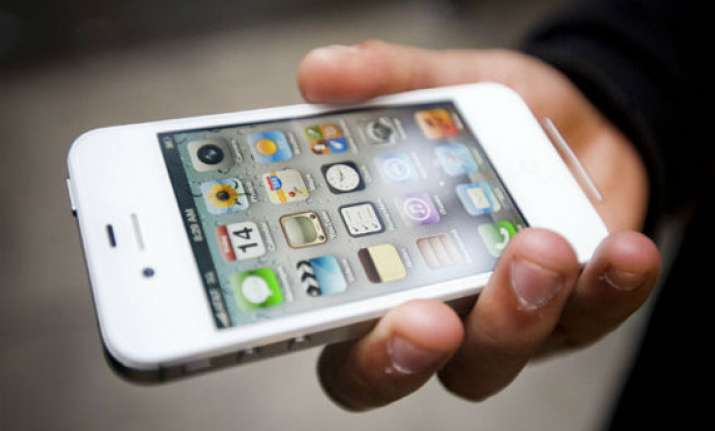 apple slashes iphone 4s prices in india