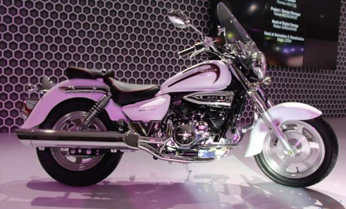auto expo 2014 dsk hyosung launches aquila 250 at rs 2.69