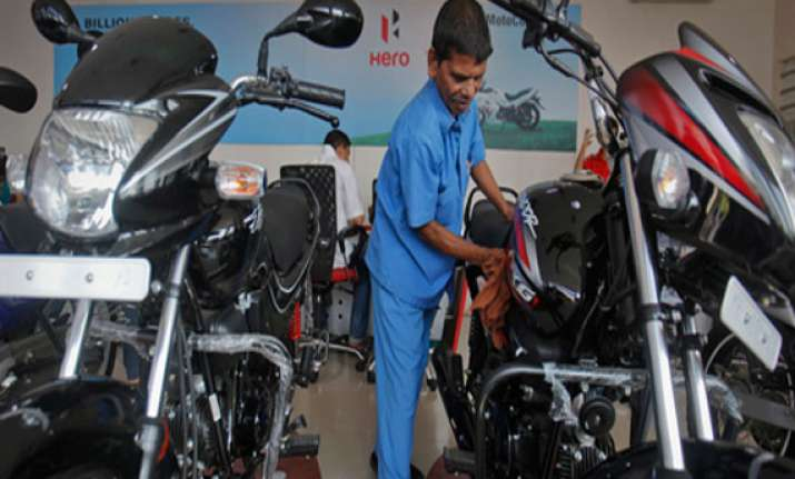 delhi auto expo 2014 hero motocorp unveils two new 100 cc