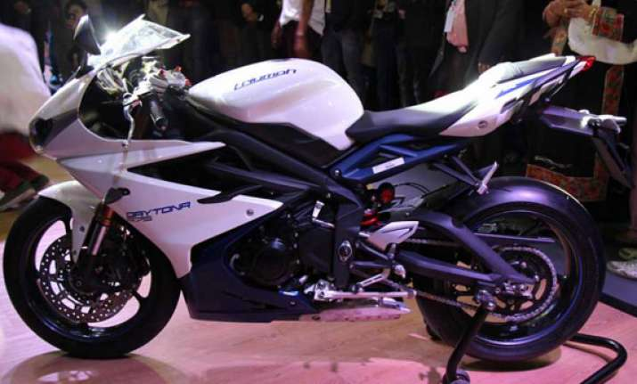 auto expo 2014 triumph launches daytona 675 at rs 10.15 lakh