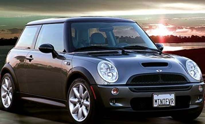 bmw to launch mini in india next year price above rs 25 lakh