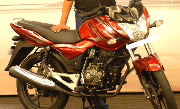 bajaj launches all new 100cc discover at rs 46 000