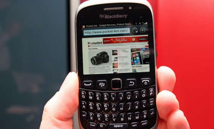 blackberry cuts prices of qwerty handsets