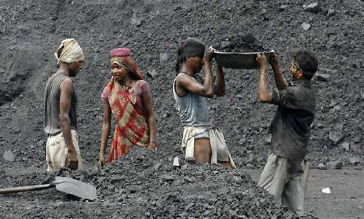 coal india to give 25 pc hike in wages to workers