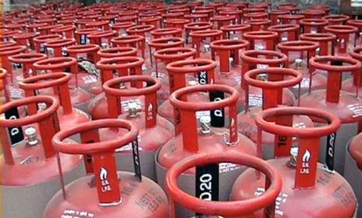 cooking gas cylinder to be sold at petrol pumps