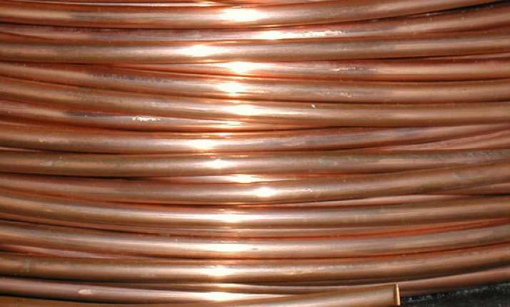 copper extends gains in futures trade on global cues
