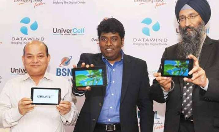 datawind bsnl tie up for free bundled data with ubislate