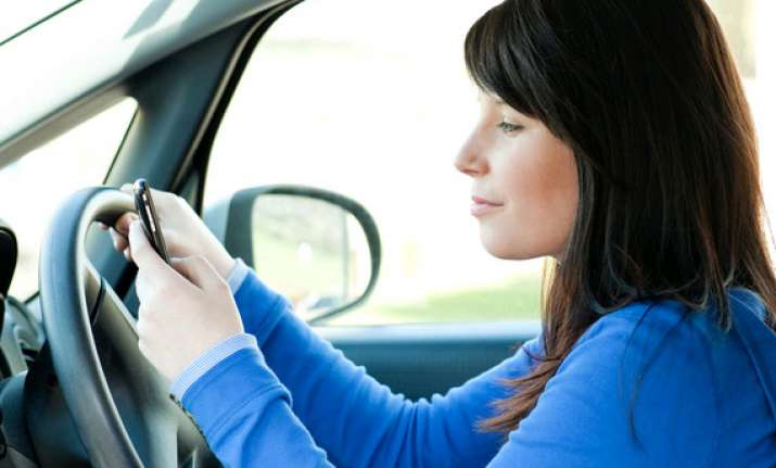 device that warns drivers from using mobiles while driving
