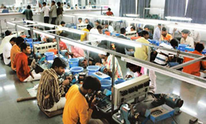 employees employers differ on rs 1 000 pension in epf scheme