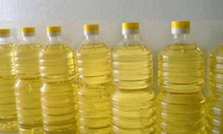 edible oils declines in sluggish trade